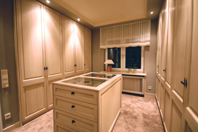 ein f rstliches ankleidezimmer tischlerei und m belbau. Black Bedroom Furniture Sets. Home Design Ideas